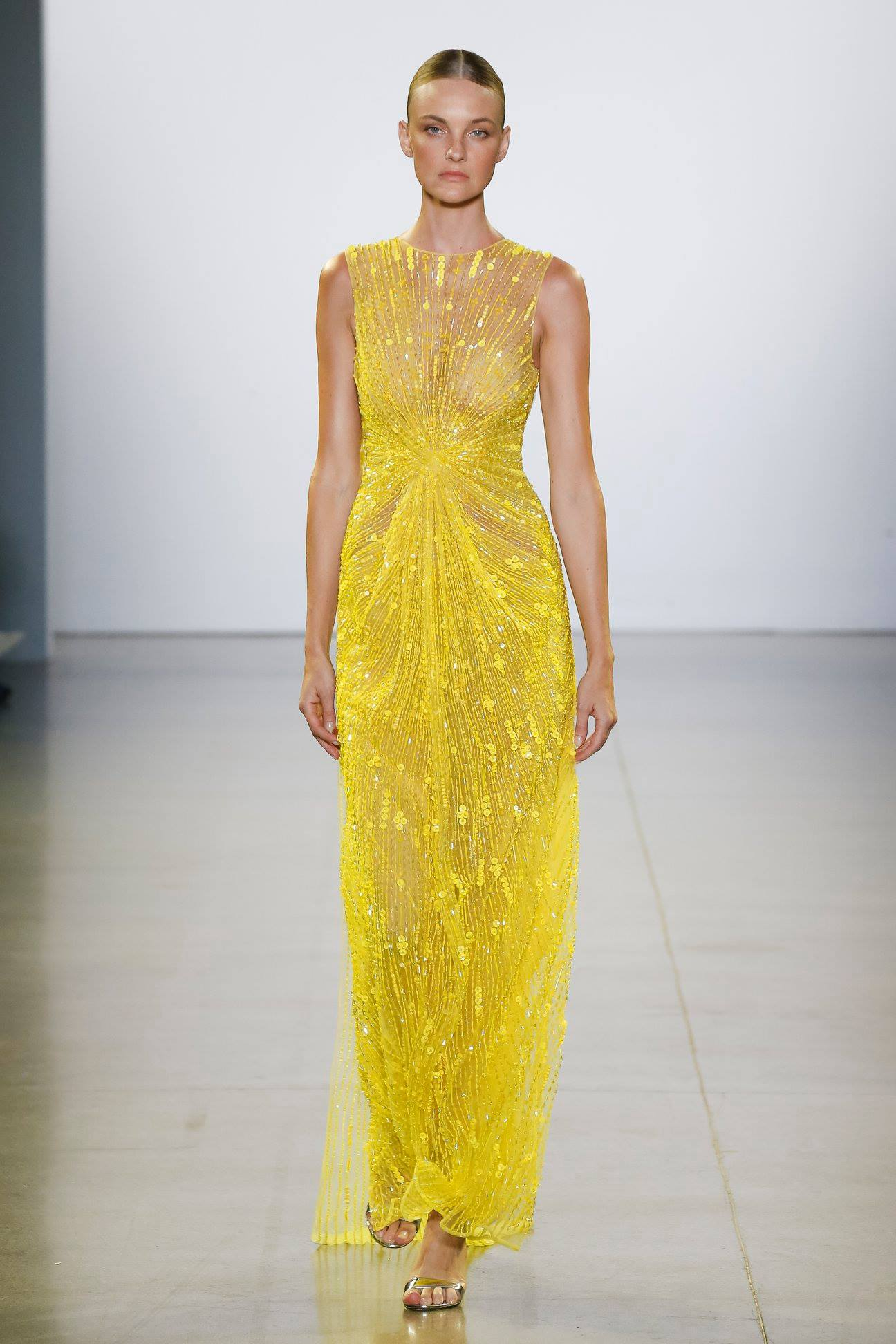 CAROLINE OPENING THE CONG TRI FALL WINTER 2019 AT NYFW -