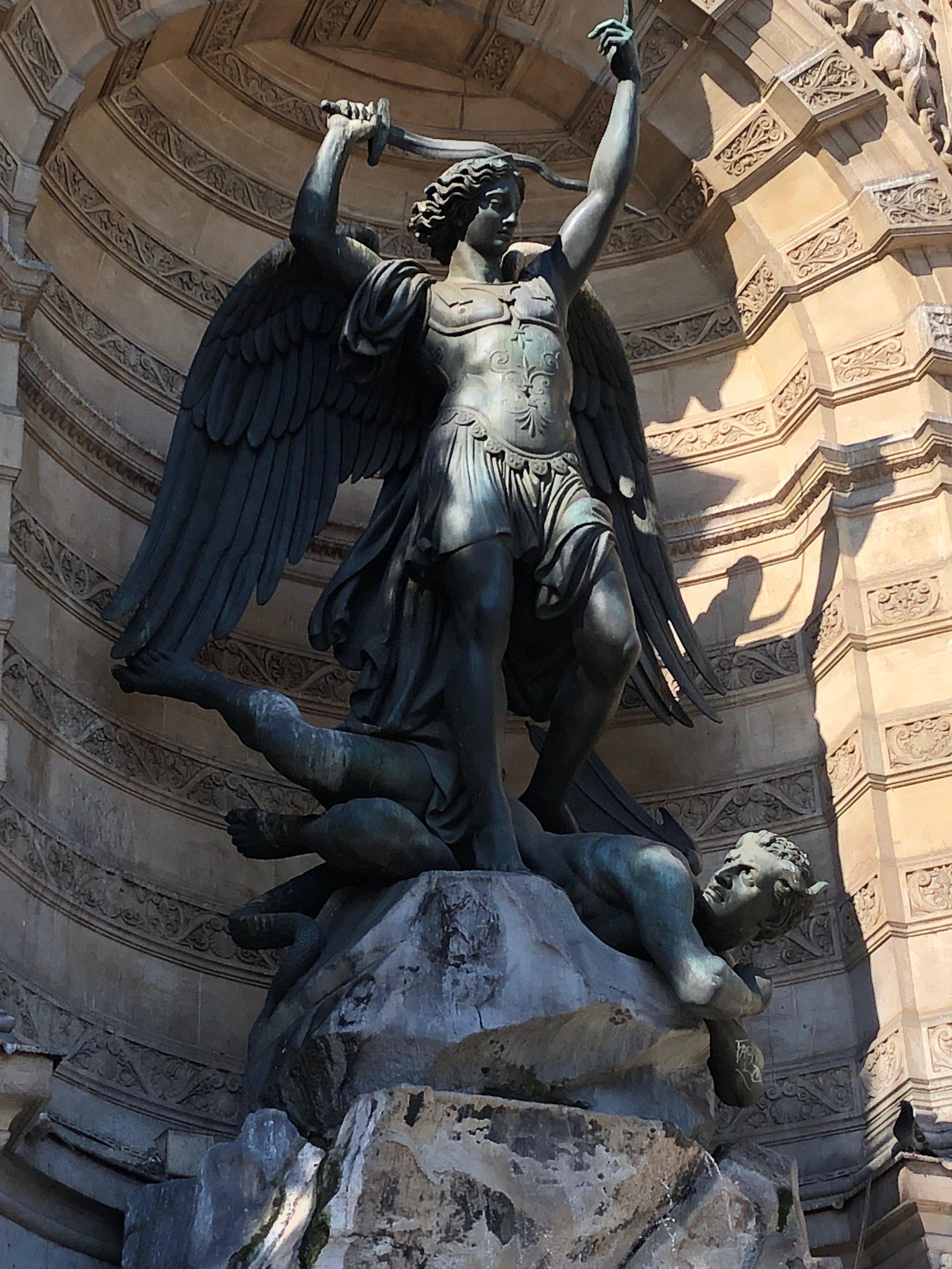 fontaine saint michel 2 la-tete-en-lair.net.jpg