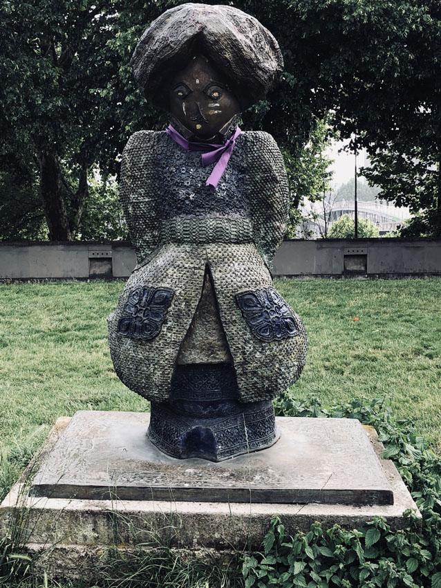 statues les enfants du monde rachid khimoune 17 la-tete-en-lair.net.jpg