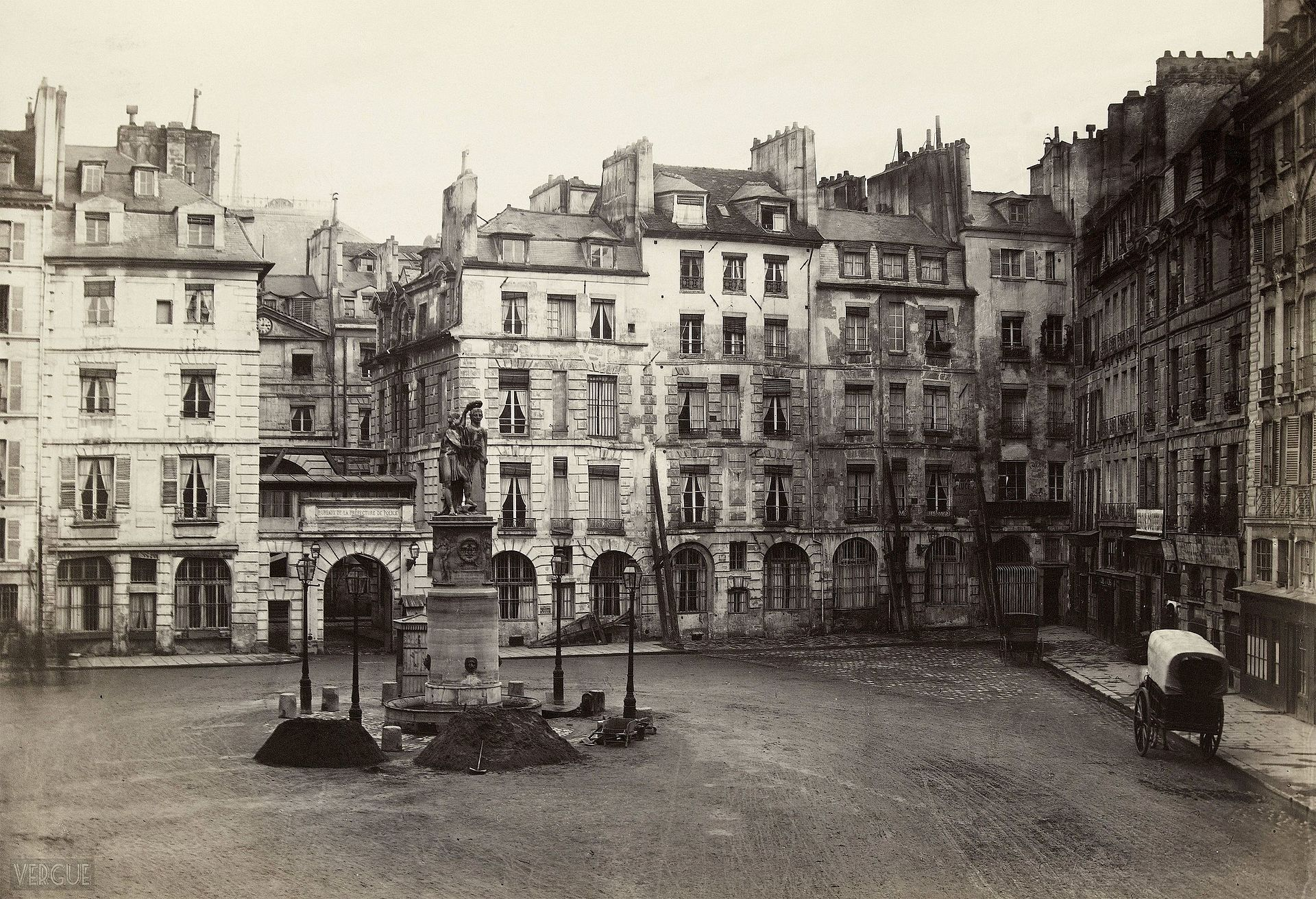 Charles_Marville_place_Dauphine_vers_1865_B.jpg