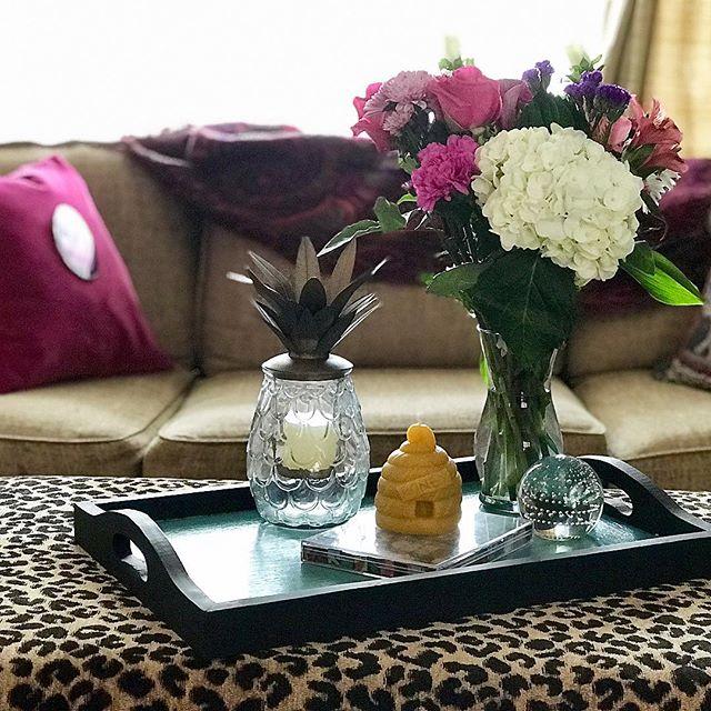 Happy Labor Day weekend!  #interiordesign #interiordecorator #velvetpillows #pineapple #flowers #etsyshop Paulineluxurypillows #beeswax #leopardprint #geode
