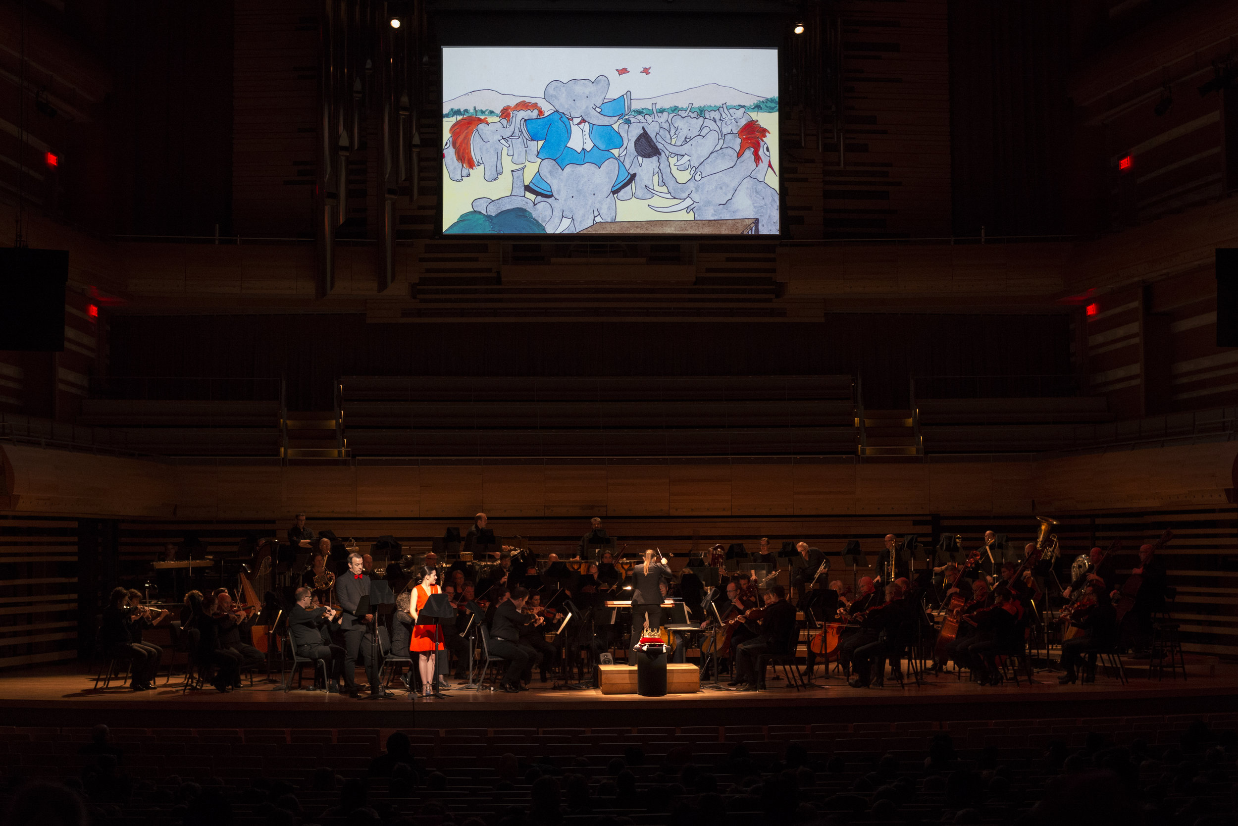 Dina Gilbert conducting the OSM, with narrators Sophie Cadieux & Pierre Brassard