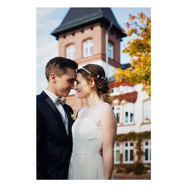 """""""Hallo Eva, wir möchten uns noch einmal für deine tolle Arbeit bedanken. Wir haben viele Komplimente für unser Styling bekommen, insbesondere der Ehemann ;) Es war ein super Tag :) Liebe Grüße, Patrick und Lisa"""" ✨Danke Patrick & Lisa für euer Vertrauen!✨ #happyfriday#friyay#photooftheday#picoftheday#bridal#bliss#kisses#love#happy#bride#braided#hairstyle#bridalhair#weddinghair#bridalmakeup#makeup#beauty#styling#instawedding#instabeauty#instabride#beautifulbride#makeupartist#hairstylist#mua#berlin#beautifulbrideberlin"""