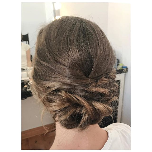 Die perfekte Frisur für eine Gartenhochzeit im Vintage-Boho-Stil 💕 #hairstyling by me #loveisinthehair #trial#weddinghair#weddinghairstyle#bridalstyling#bridalhair#brautfrisur#hochsteckfrisur#vintage#wedding#bridetobe#instabeauty#instahair#instawedding#instabride#brautstyling#berlin#makeupartist#hairstylist#mua#beautifulbrideberlin