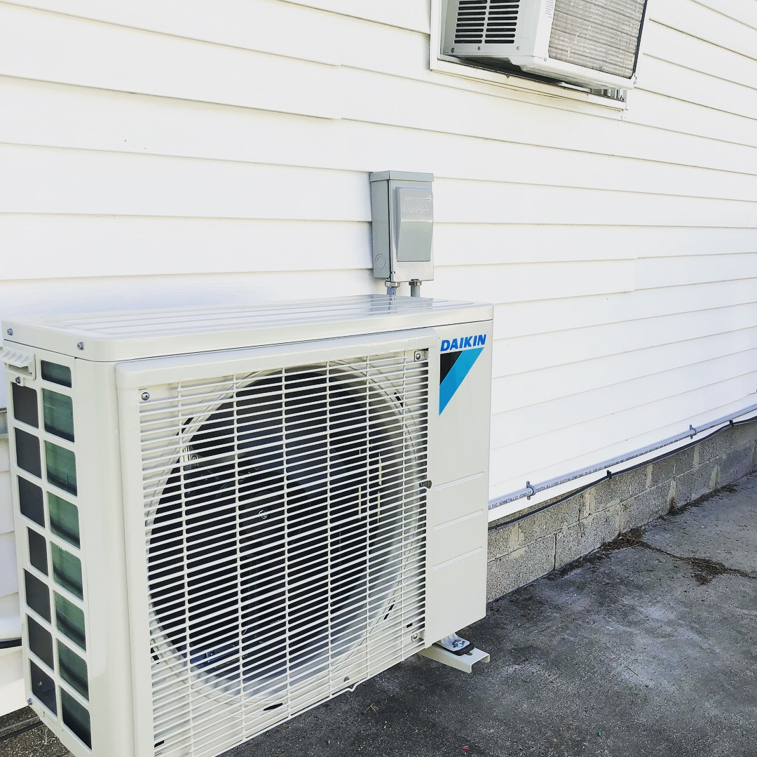 Daikin 19Seer (Seasonal Energy Efficiency Ratio) Ductless HVAC System in Residential Home Bradley, IL 60915