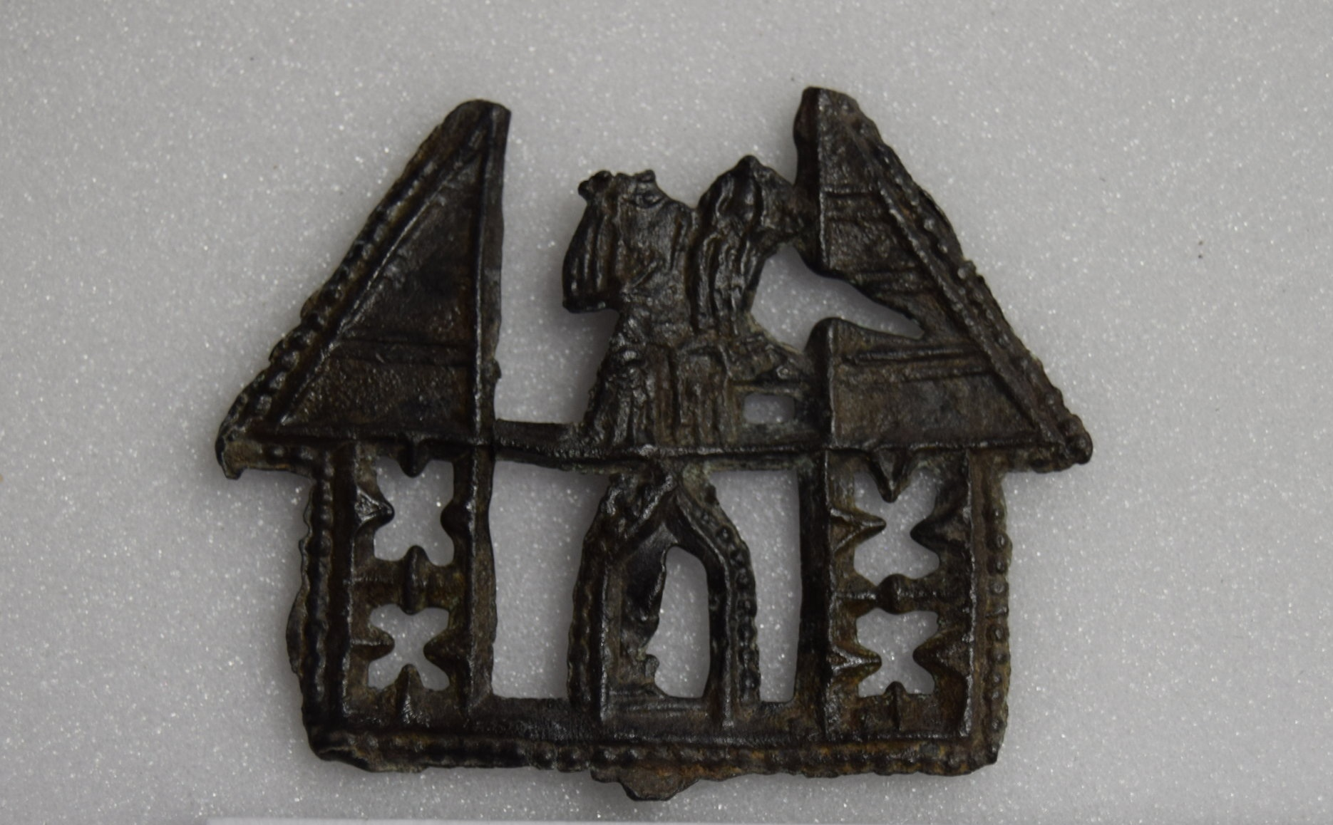 Lead Tin Alloy, Holy House with Mary and Child, Holy House of Walsingham, 1440-1459, found in the Purfleet Quay, 400 x 310 mm. King's Lynn, Lynn Museum, PB 21 (Kunera 07412). Photo courtesy of Shannon Phaneuf.
