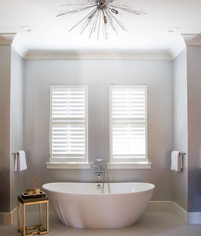 The lovely folks at @realtordotcom asked us about guest bathroom design and the results are in!  Click on the link in bio to check out what we had to say ☝🏻. Design collab x @schultedesignassociates . . . . #realtordotcom #guestbathroom #guestroom #freestandingbath #freestandingtub #aliciaweaverdesign #wallpaper #ceilinglight #bathroomgoals #fluffytowels #bathtime #hostesswiththemostess #fortlauderdale