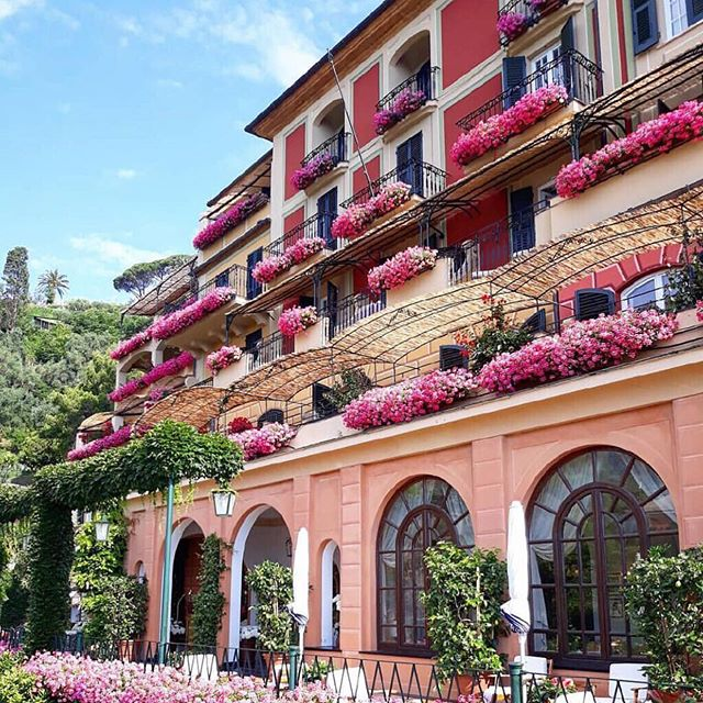 Wondering where to roam this summer?  Our resident travel hound, @paradiseangelika dishes on her most inspirational travel spots today on the blog.  Click on the link in bio ☝🏻. PC @belmondhotelsplendido 💕✨🏝🌷 . . . . #summertime #summervacation #summertravel #travelholic #welltraveled #welltraveledhome #interiorinspirations #interiordesign #aliciaweaverdesign #luxurylifestyle #luxurytravel