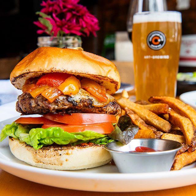 Looking for a lunch date? Meet our wild boar burger 🥰 . . . . . #toronto #TO #torontorestaurants #TOfoodie #torontofoodies #foodtoronto #thesix #416 #torontoeats #TOeats #647 #TOfood #cravethe6ix #tastethesix #ieatTO  #yumtoronto #tastetoronto #feedmetoronto #lunchTO #ago #blogTO #wildboarburger #burgersTO #lunch #burger #downtowntoronto #TO_finest #provofoodbar