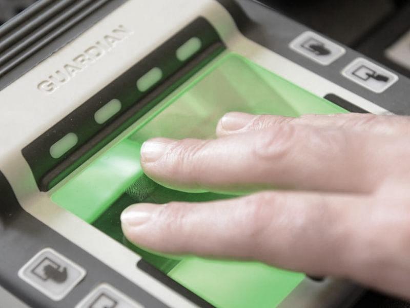 live-scan-fingerprint-scanner-guardianre-1481119403-8731.jpg