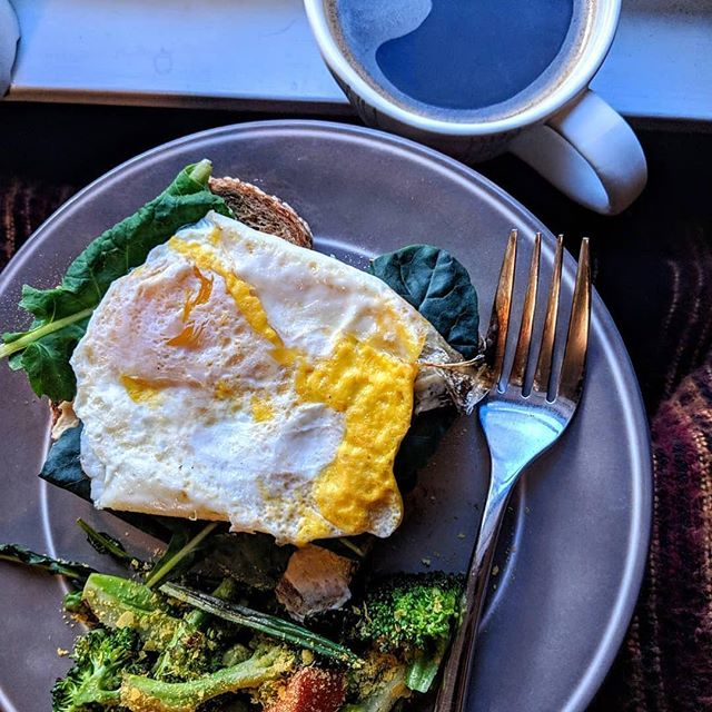 @caulisprout knows how to start the day off right 🙌. Her Bowery Kale and egg toast with roasted veggies = weekend brunch goals 🌱🍴🥗