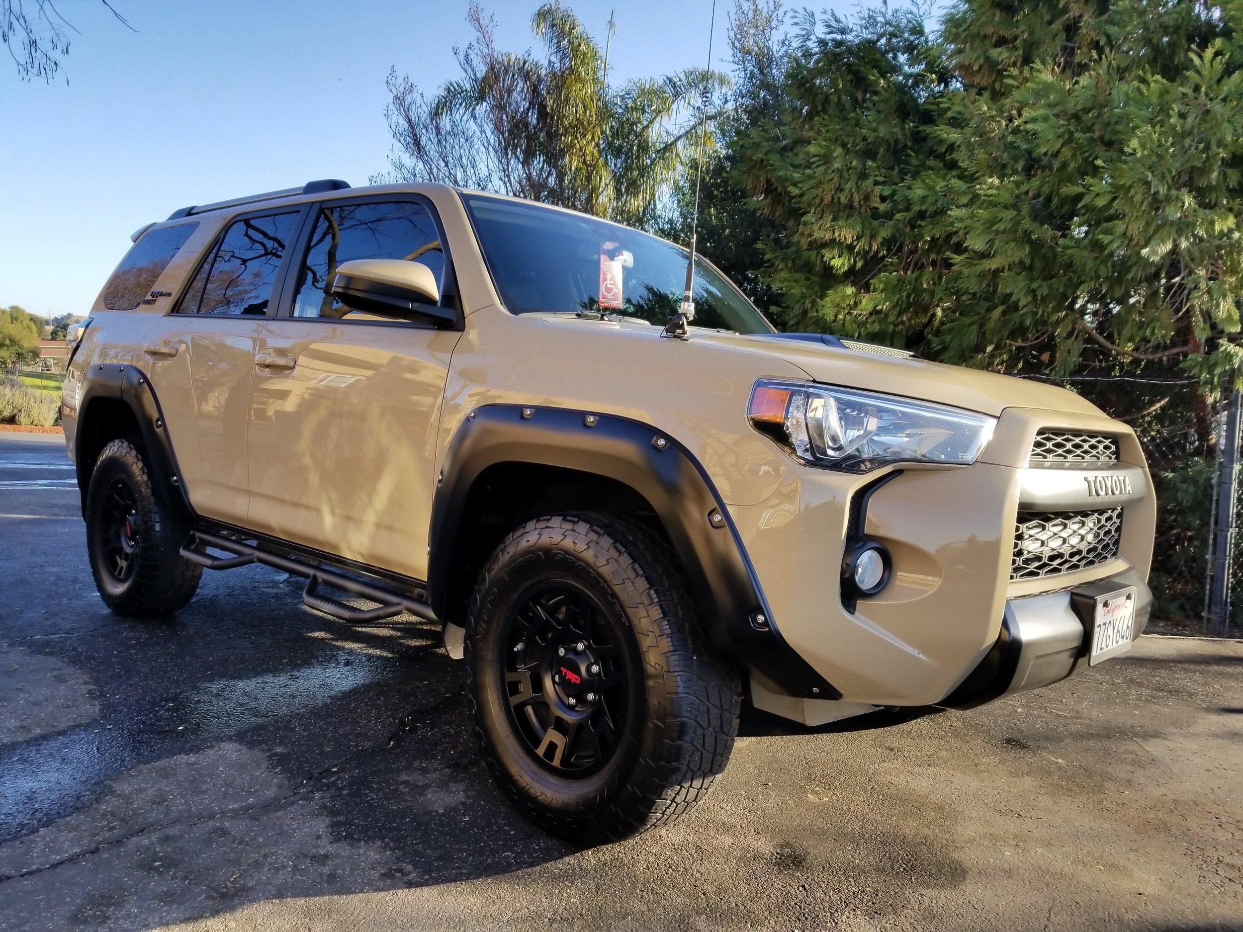 Toyota 4 Runner(sand)