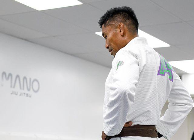 Aloha July🤙🏼 Let's train Jiu Jitsu 🤜🏼🤛🏼 ———— #manojiujitsu #manoamano #bjj #mondaymotivation #bjjtraining #jiujitsulifestyle #jiujitsu #柔術 #aloha #newmonth