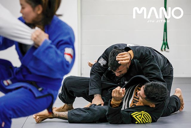 Jiu Jitsu Everyday🤜🏼💥🤛🏼   5:15pm ~ 6:30pm Jiu Jitsu Class ( all levels ) 6:45pm ~ 8:00pm Comp Class ( Blue belt and above) See you on the mat 🤙🏼 ——— #manojiujitsu #manoamano #bjj #traineveryday #bjjtraining #柔術 #everydayporrada #juijitsu #jiujitsulife
