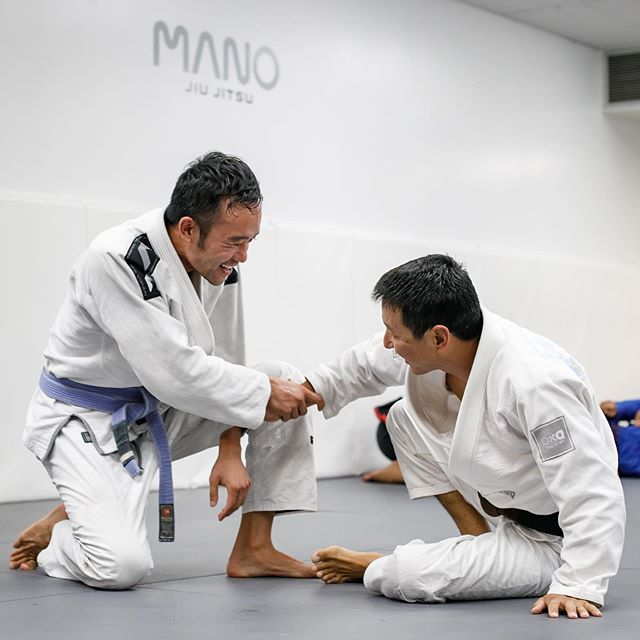 Aloha 🥋 Friday See you on the mat 🤜🏼🤛🏼 5:15~ Intro Jiu Jitsu 6:30~ Open mat #gi #nogi —— #manojiujitsu #rollwithaloha #manoamano #bjjtraining #jiujitsueveryday #jitsulife #bjj #alohafriday #柔術