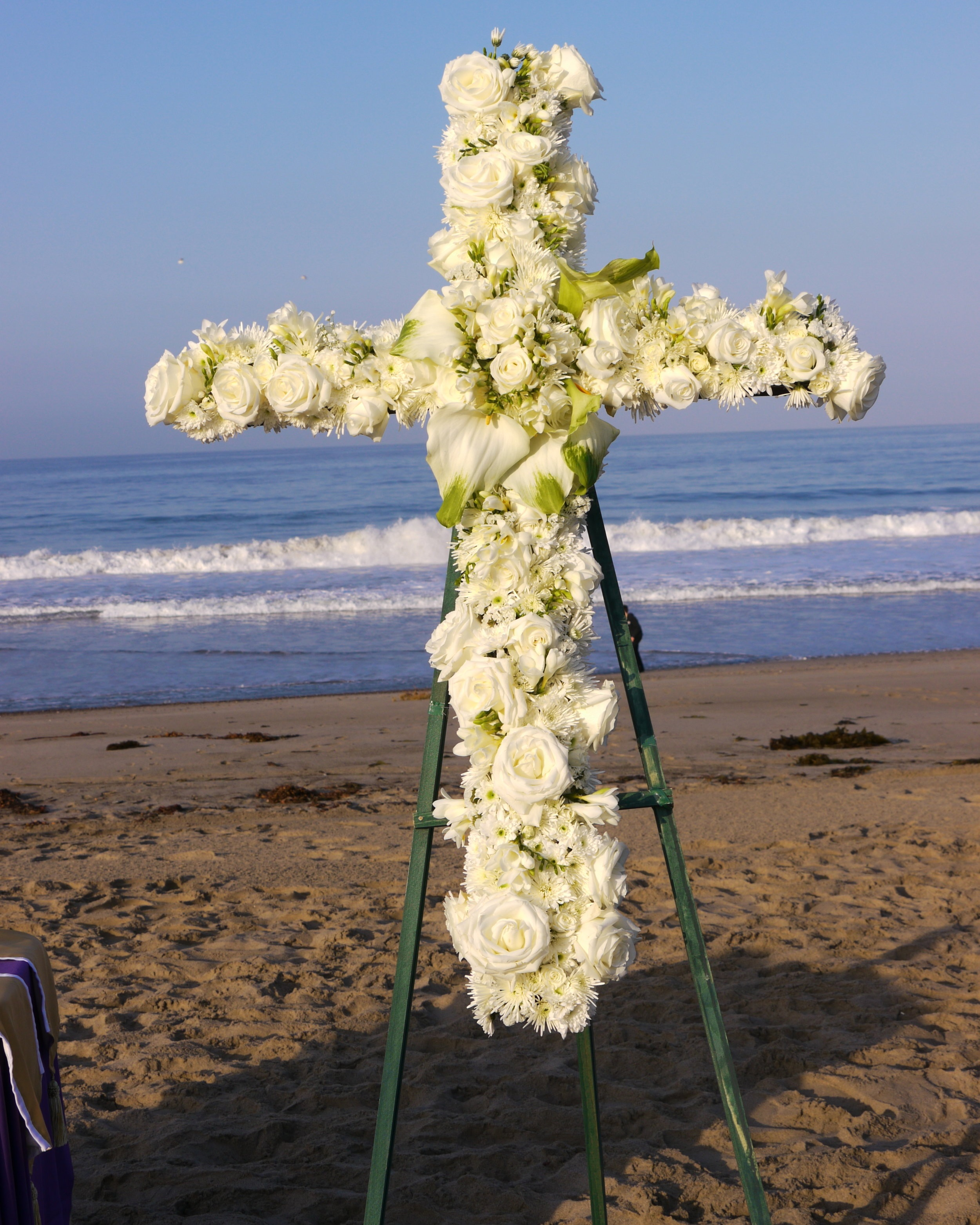 Easter+cross+at+beach.jpg