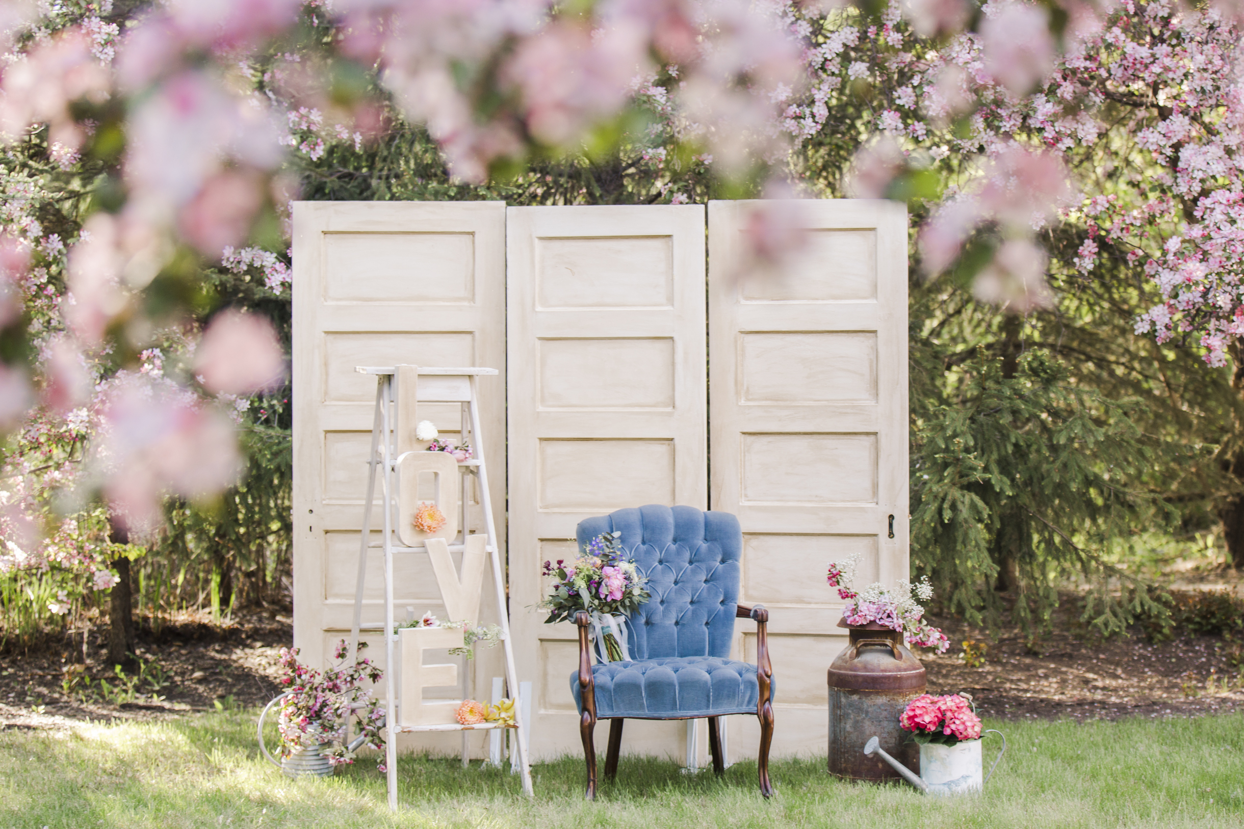 Spring Blossoms - Soft colours, abundant blooms and vintage tableware are just a few of the highlights of this romantically pretty photo shoot.View Gallery>