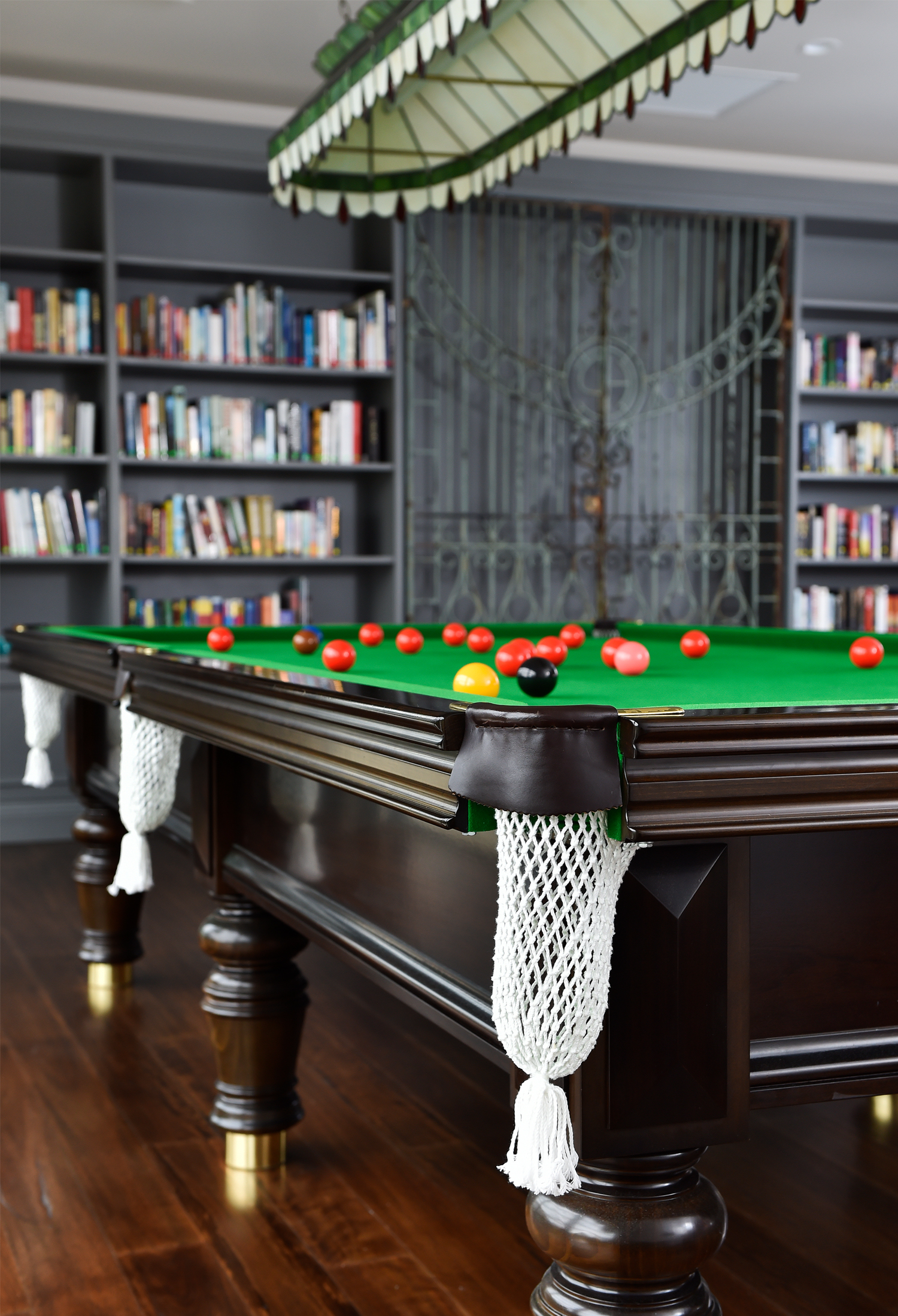 Billiards & Library - The library features its own fireplace with beautifully fitted bookshelves complete with some of your favourite titles to read. Snug lounges and arm chairs present the perfect opportunity for curling up with a great book and a cup of tea or glass of vino. The full sized American billiard table affords an ideal opportunity to challenge your new neighbour to a round of pool or brush up on your skills before taking part in a Wivenhoe Village pool tournament.