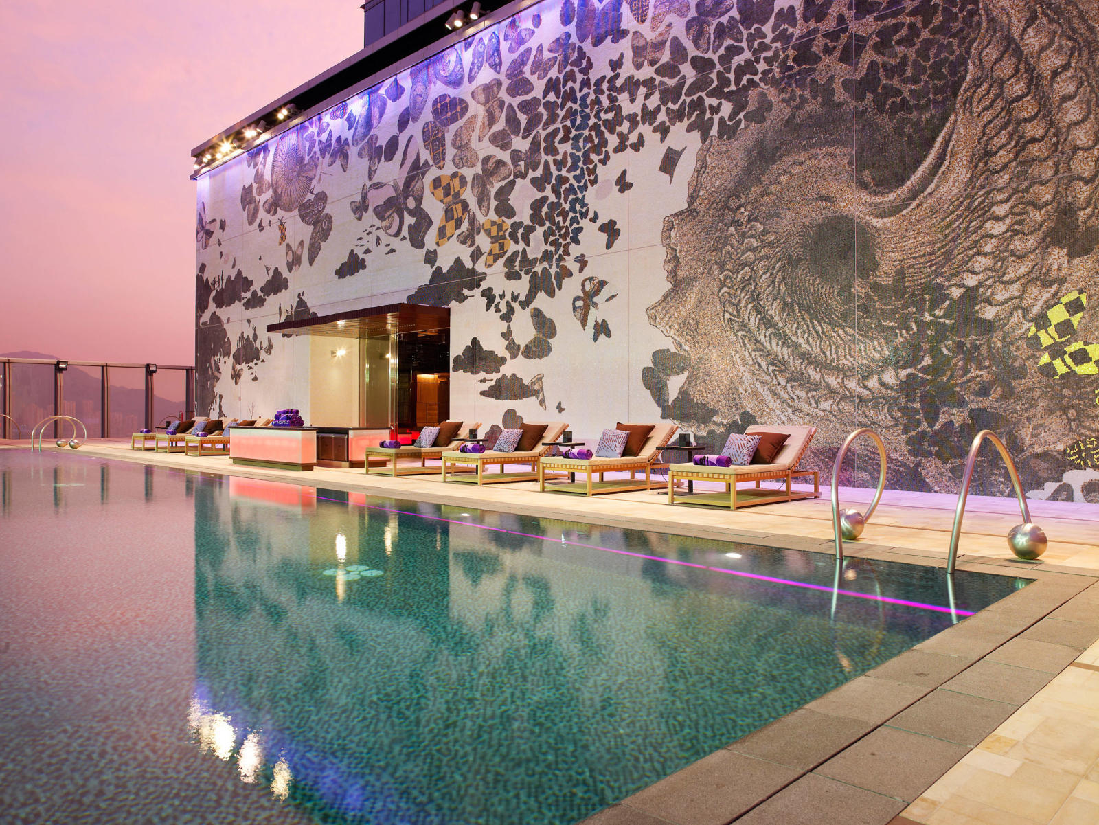 SLEEP_  W HOTEL.  #Design #HipStyle #Foodies #Bar #Clubbing   https://www.marriott.com/hotels/travel/hkgwh-w-hong-kong/