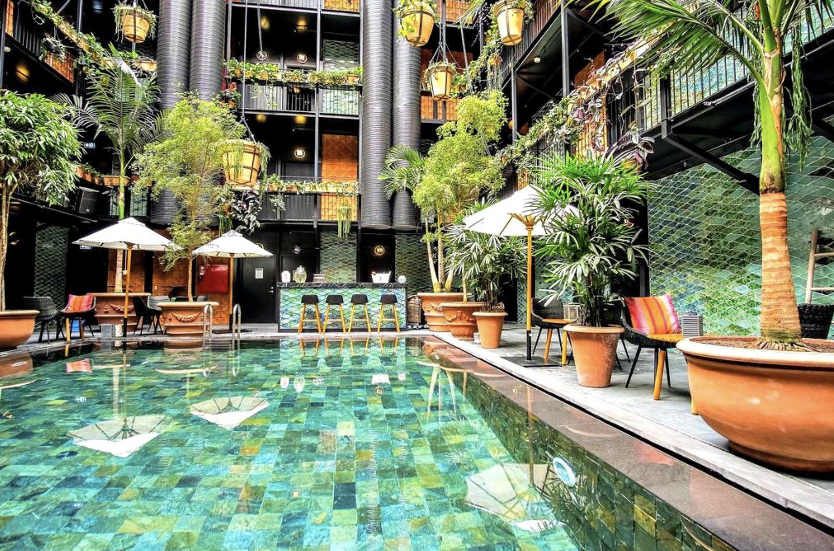 SLEEP_  MANON LES SUITES.  #UrbanChic #Outdoor #Garden #CityPool #Hipster   https://guldsmedenhotels.com/manon-les-suites/