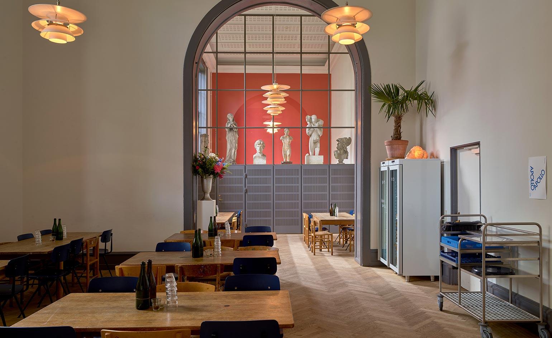 CLUB & BAR_  APOLLO BAR:  #Drinks #LocalHeroes #Art   http://apollobar.dk