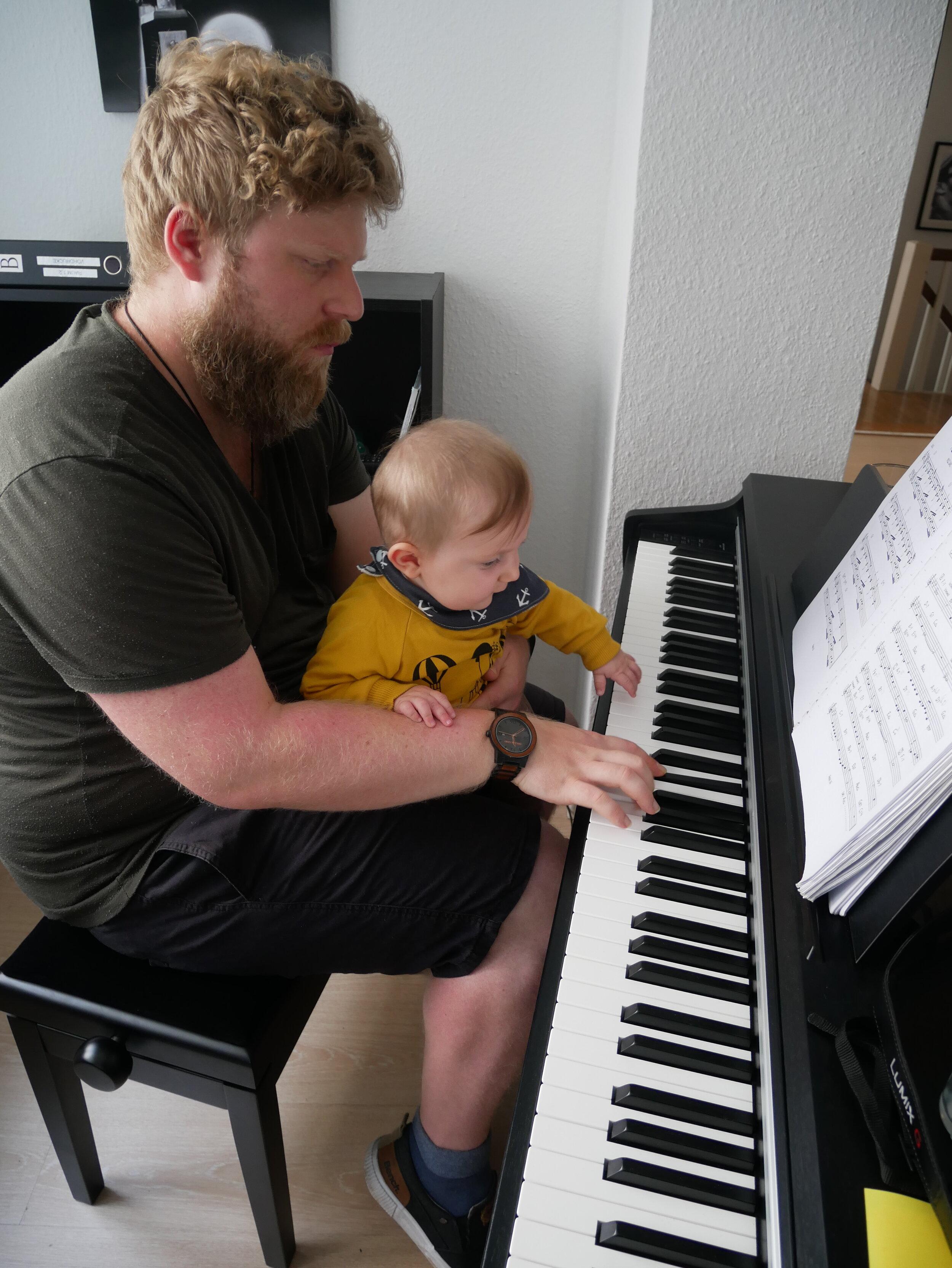 Florian Müller - - Inhaber- Schlagzeugunterricht- Klavierunterricht