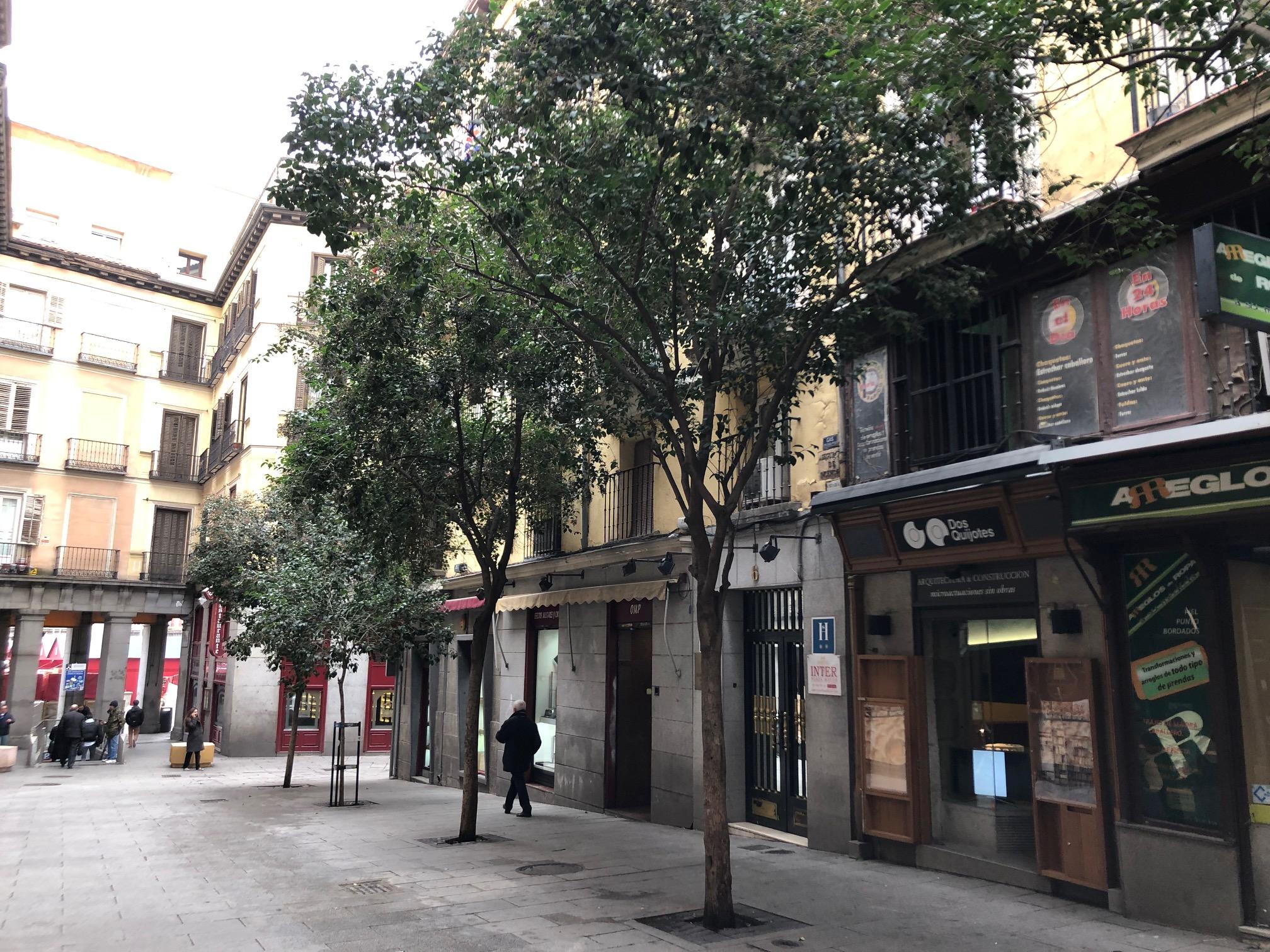 Local en Sol - Calle Zaragoza 6Superficie 191m2Renta esperada 3.700 EUROS/MESPrecio de venta 875.000 EUROS