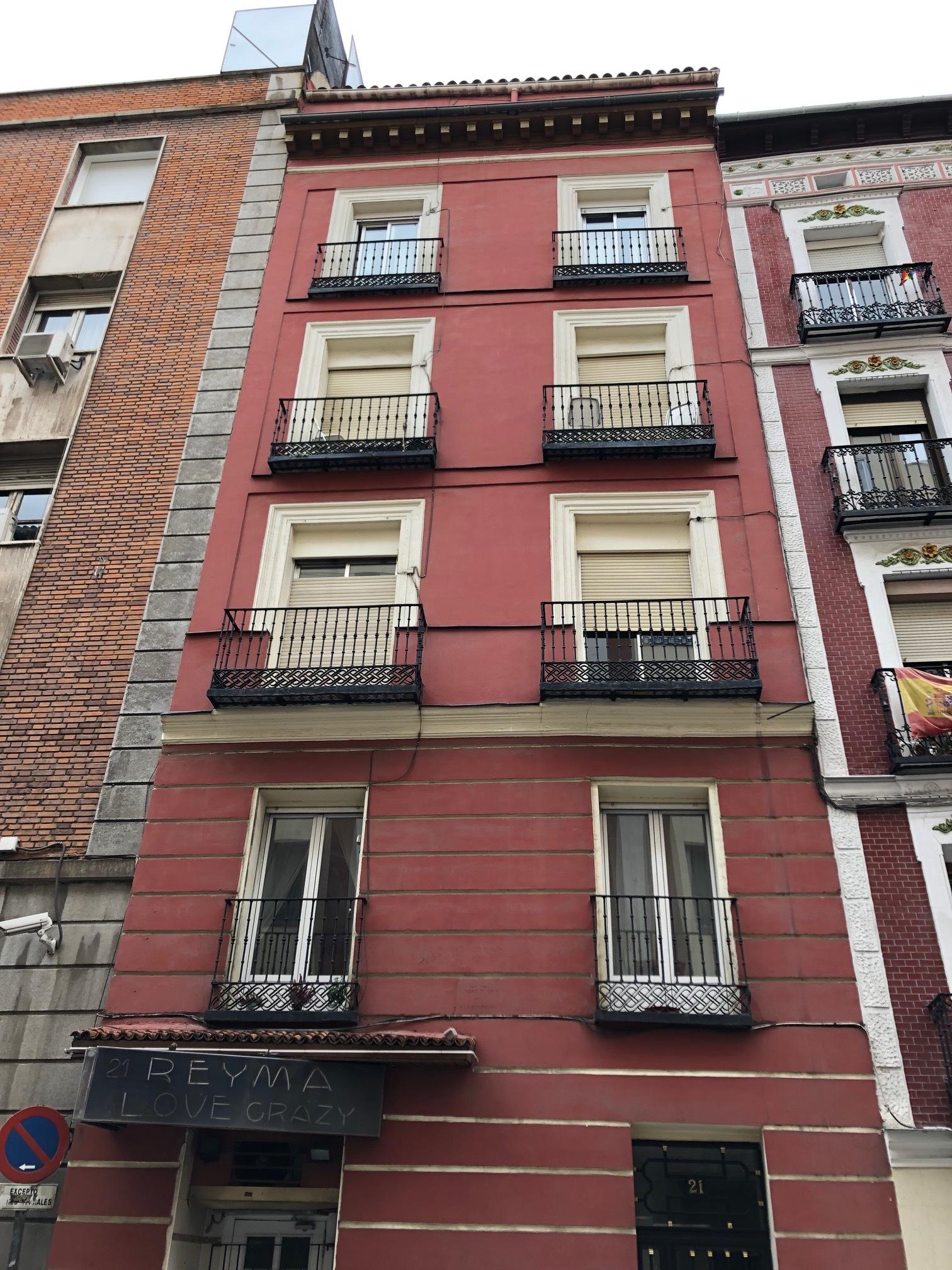Local en Palacio - Calle Leganitos 21Superficie 68m2Renta esperada 3.000 EUROS/MESPrecio de venta-