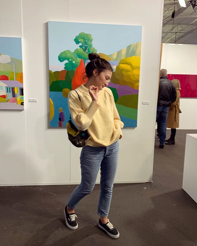 A cozy b in her new @lonelylabel at the @aucklandartfair. 💛