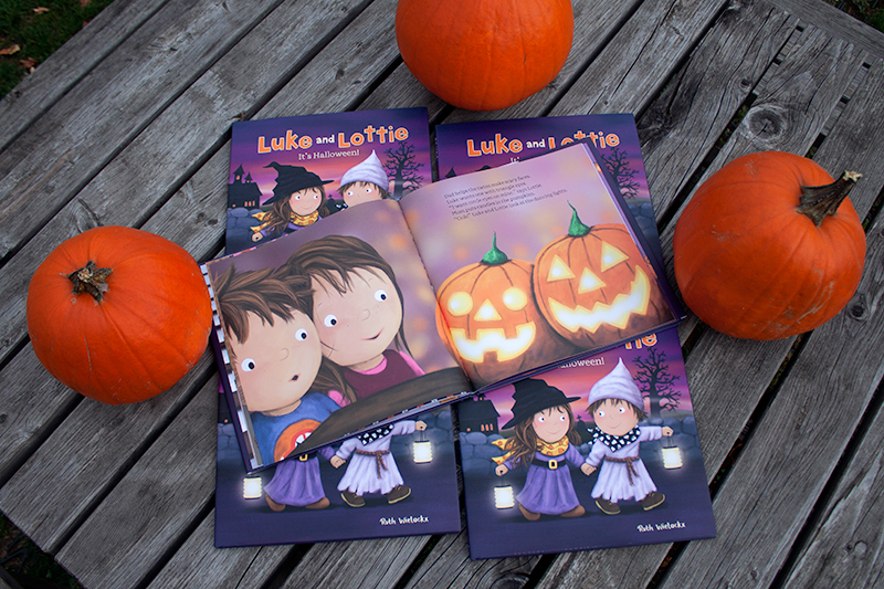 clavis_publishing_picture_books_chidren_books_literature_kidlit_toddler_books_halloween_9781605374116_luke_and_lottie_its_halloween_ruth_wielockx_003.jpg