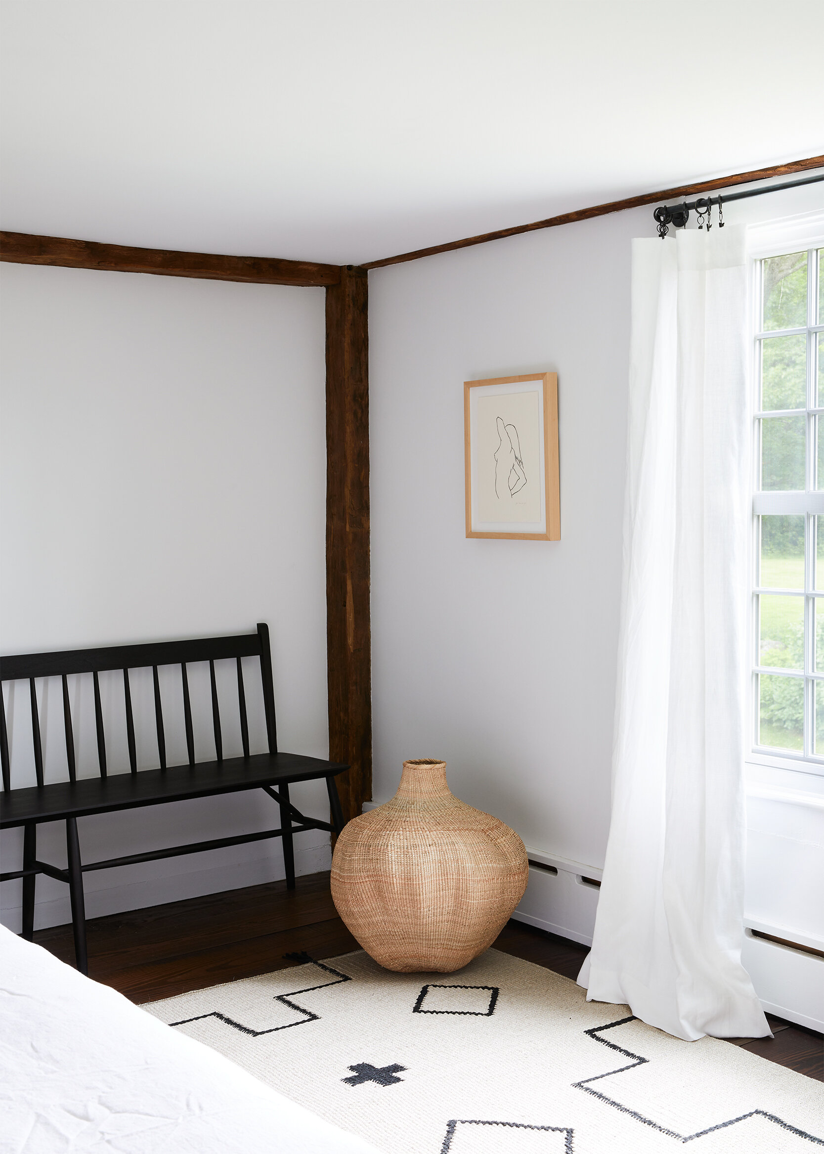 nune_Bruey Cottage_guest room_01.jpg