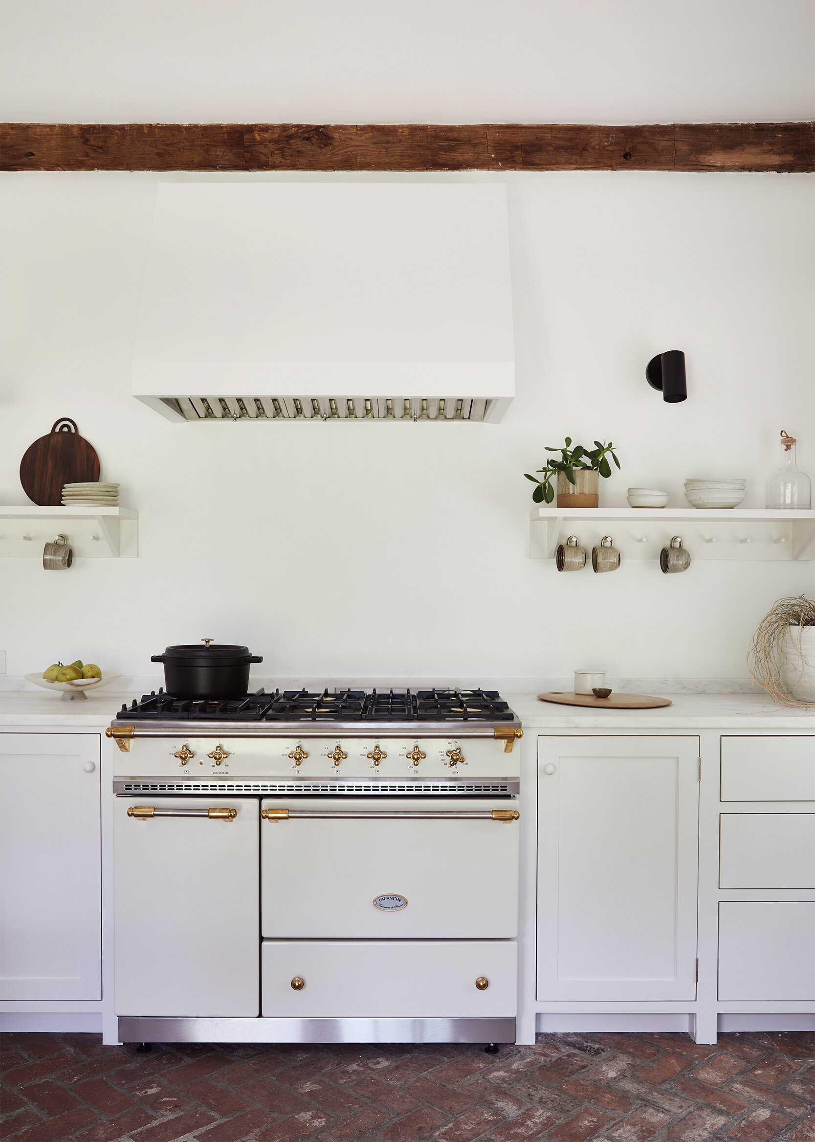 nune_Bruey Cottage_kitchen_03.jpg