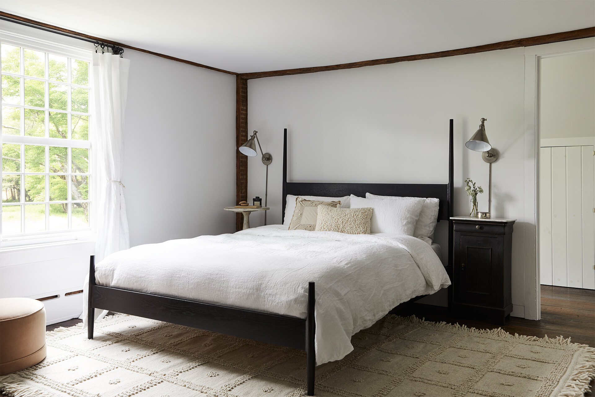 nune_Bruey Cottage_master bedroom_01.jpg