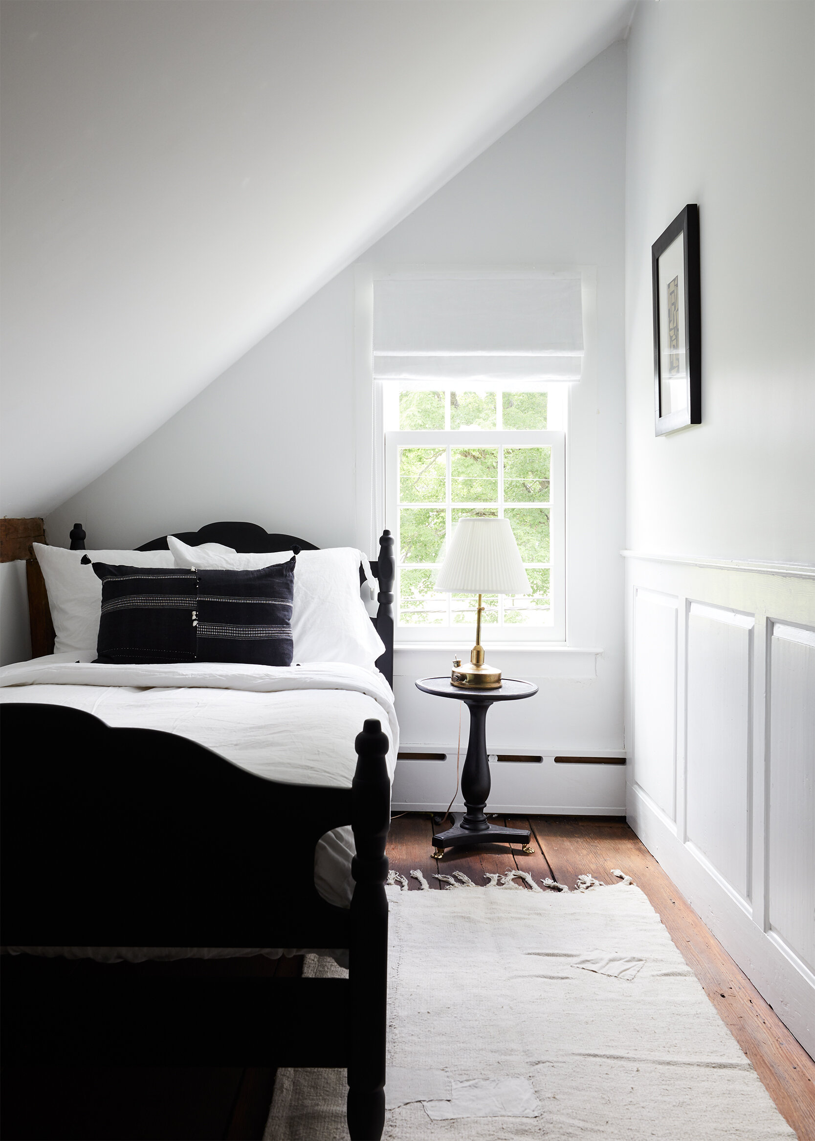 nune_Bruey Cottage_single bedroom_01.jpg