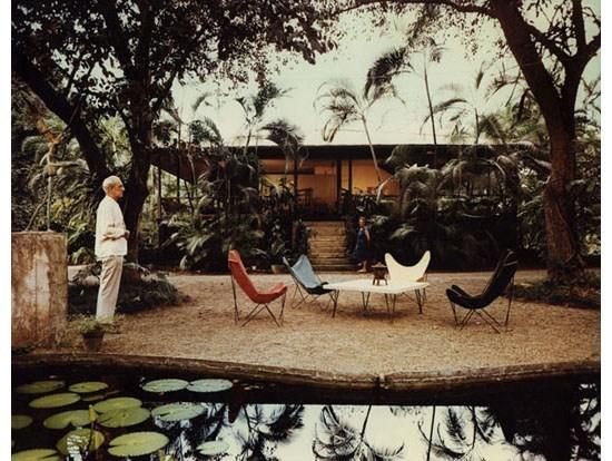 Knoll-Hardoy -Butterfly-Chairs-in-garden.jpg