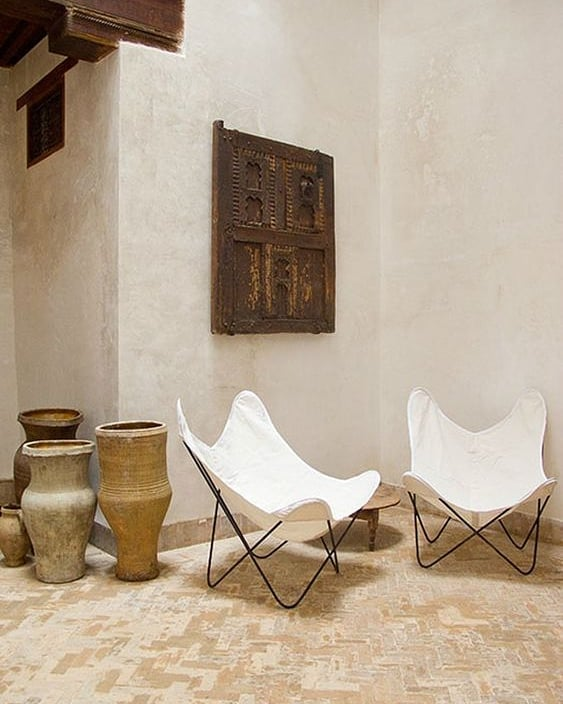 white-butterfly-chairs-in-tribal-interior.jpg