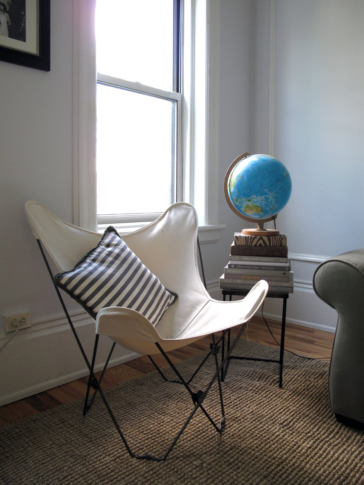 white-butterfly-chair-in-apartment.jpg