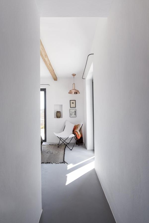 butterfly-chair-in-greek-island-house.jpg