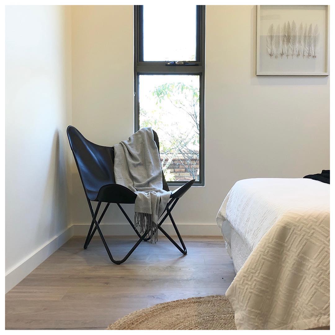 butterfly-chair-minimal-decor.jpg