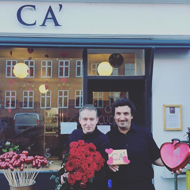 Happy almost Valentine's Day from Diego and our good friend Thomas from Blomster Kompagniet next door. We hope that will join us this week, where we'll treat you to a amazing Vinterferie Menu for 285,-. Call us to make sure we've got a table for you! ❤️ #foodcopenhagen #valentinesday #hearts #valentinsday2019 #valentinsdag