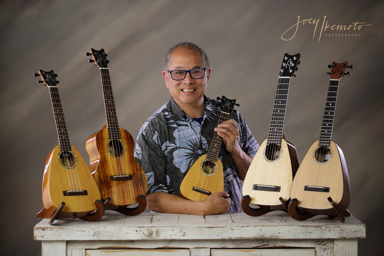 Glen Kamida with (L-R):  Tiny Tenor ,  Grand Tenor ,  XS Soprano ,  Tiny Tenor 6 String ,  Tiny Tenor