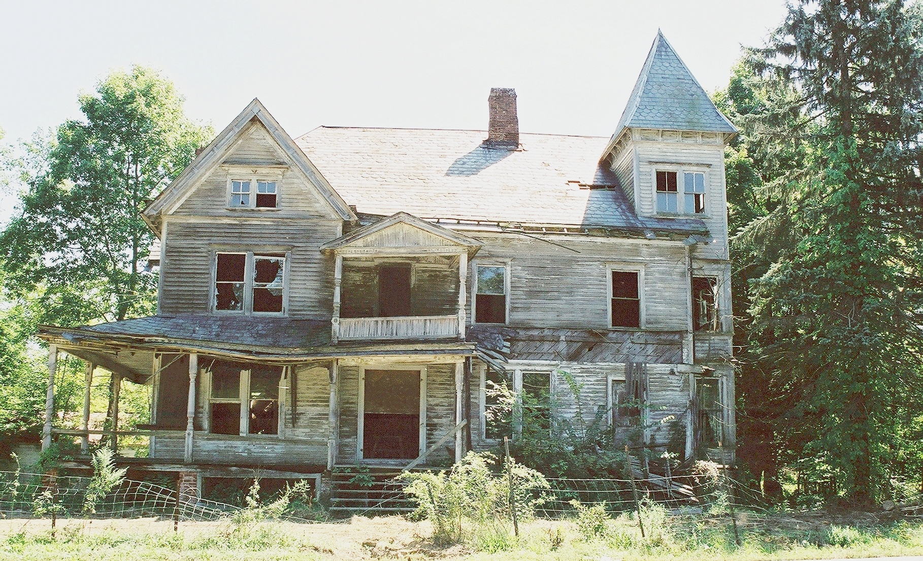 Raritan Inn Abandoned.jpg