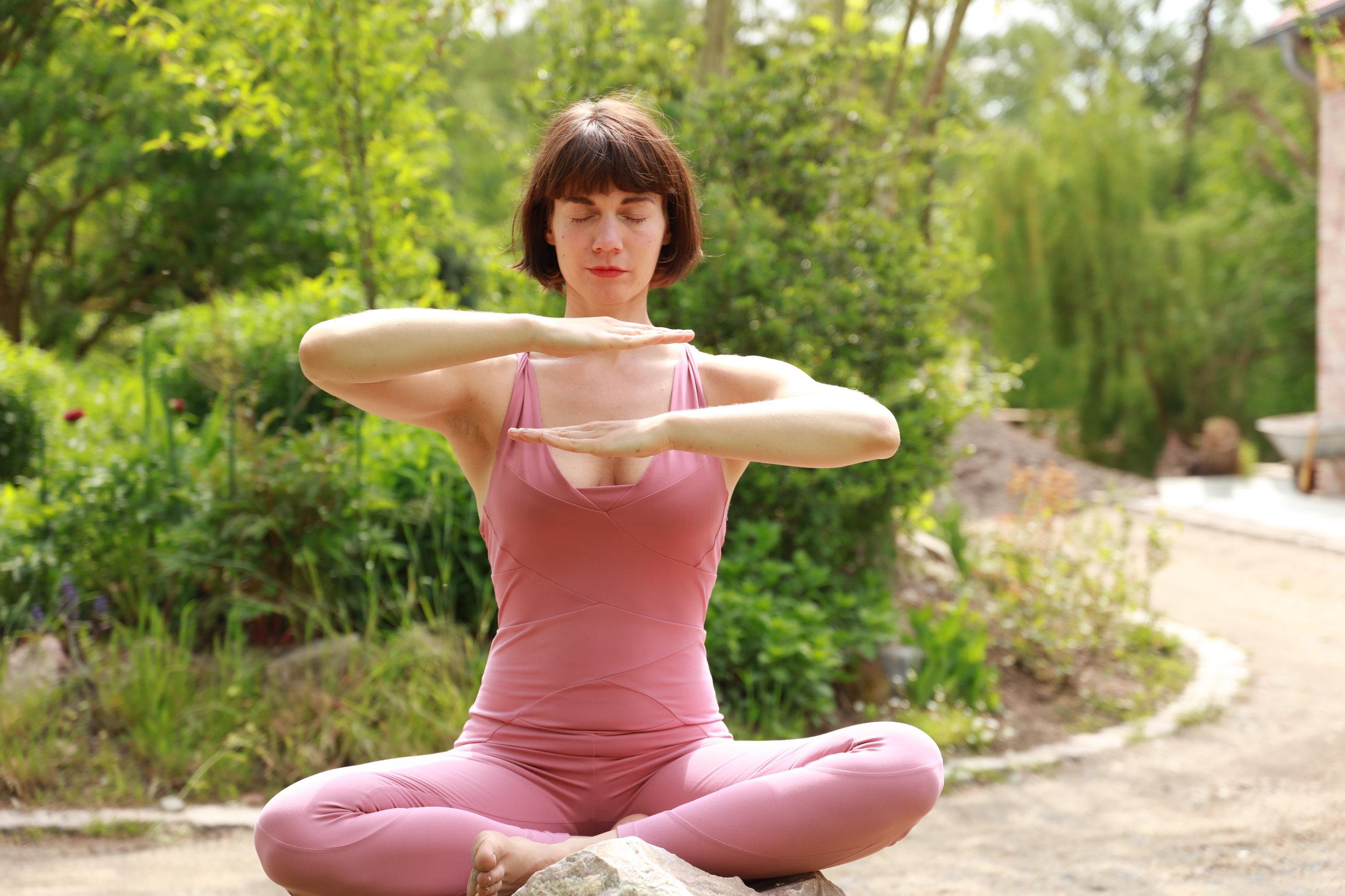 Stundenplan - Offene KlassenDIENSTAG16.30 - 17.30 Vinyasa, all levelyogafürdich am SüdsternMITTWOCH, 14.8. -25.9.1920.15 - 21.30 Chakra StudiesHatha/ Kundalini/ Yin - wechselndPraxis in der RemiseOhlauer Straße 10 ,10999 B.Drop in 12€ & USC M,LFREITAG ab 16.8.198.00 -9.00 UhrKundalini Yoga, all levelKreuzbergyogaLübberstraße 9, 10997 B.Drop in 12€ & USC M,LSONNTAG10.15 -11.45 Vinyasa, all levelYellow Yoga Sonne