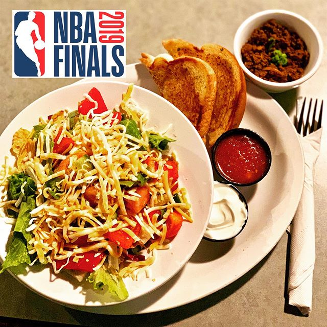 The heat is on… the Warriors kept the series alive with their win in Game 5. Still in the lead, the Raptors can turn the Playoff Finals around and claim the NBA Championship 2019! Join us tonight at 6 PM at @mooseneddies to watch the game with us on the big screen. Have a look at our daily specials and enjoy the show! . . #mooseneddies #pub #pubfood #powellriver #familyfun #drinks #beer #specials #sunshinecoastbc #sports #nba #playoffs #nbafinals #torontoraptors #goldenstatewarriors
