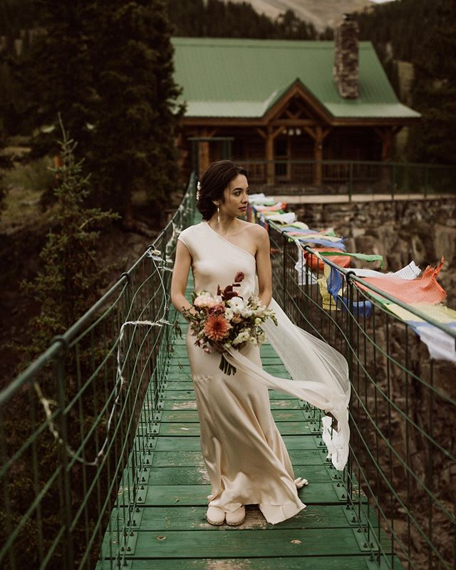 Probably will never get over Brenna and Sabbie's epic, intimate elopement and this bridge between mountains. 🌲🙌🏻 #dreamy ⠀⠀⠀⠀⠀⠀⠀⠀⠀ ⠀⠀⠀⠀⠀⠀⠀⠀⠀ ⠀⠀⠀⠀⠀⠀⠀⠀⠀ #coloradoflorist #denverflorist #denverelopementflorist #coloradoelopementflorist #denverweddingflorist #foamfreeflorals #foamfreeflorist #localcoloradoflowers #mountainelopement #loveislove #beautifulcouples #adventureweddings
