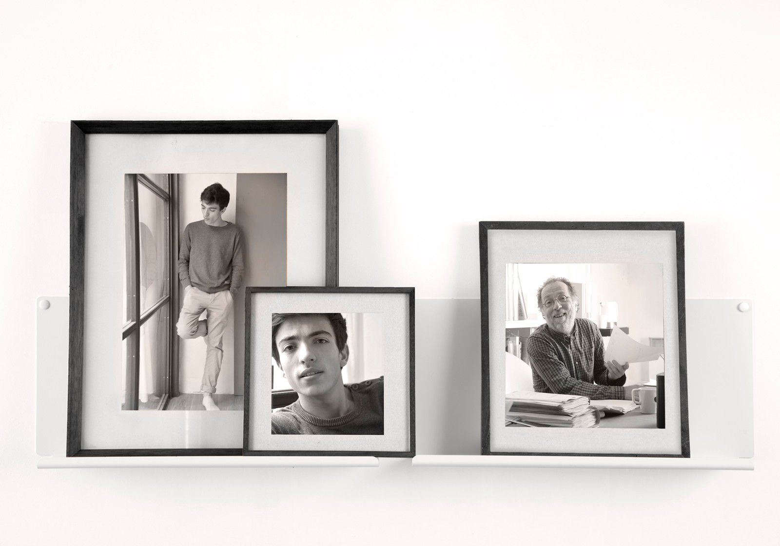 "Shelves for picture frames ""LE"" - Set of 2"