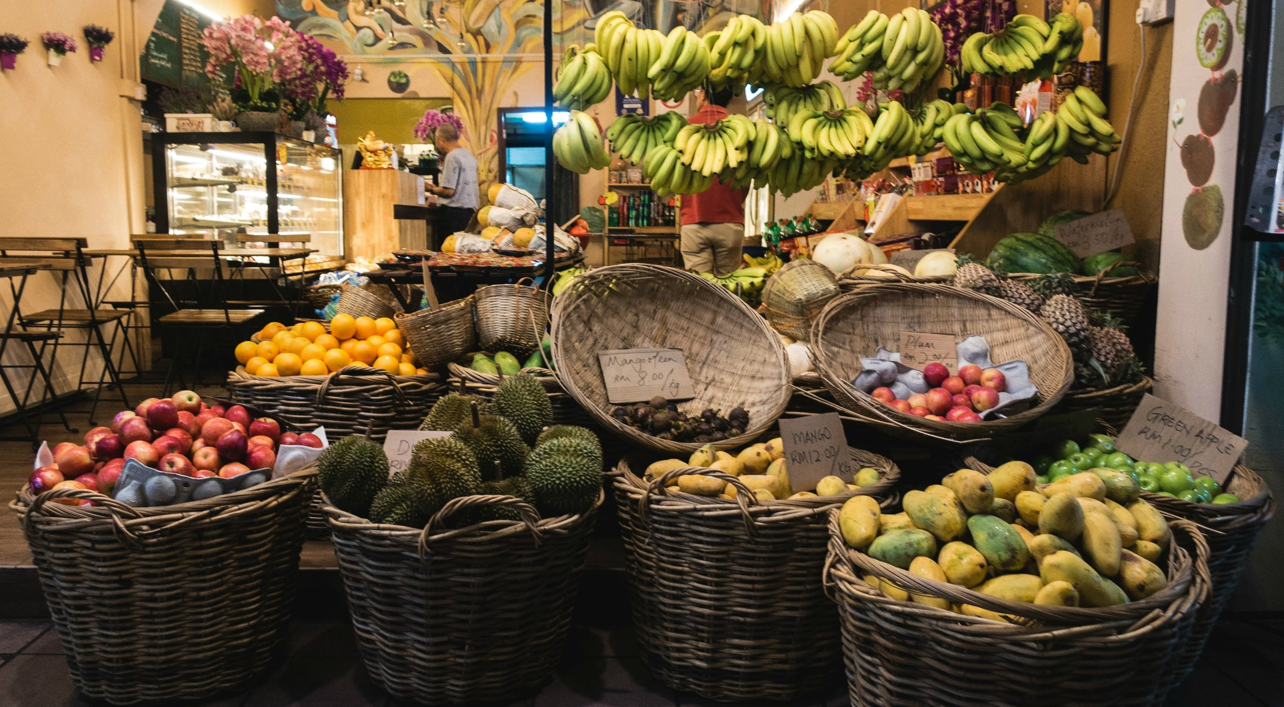 foodiesfeed.com_exotic-fruit-store-at-night.jpg