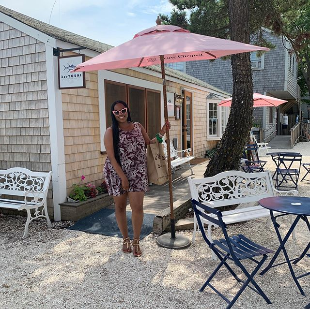 Nantucket, Massachusetts was beautiful as always. We love this area. Classy little summer getaway spot.  Did you peep my pink Veuve Clicquot umbrella? 😝🎀