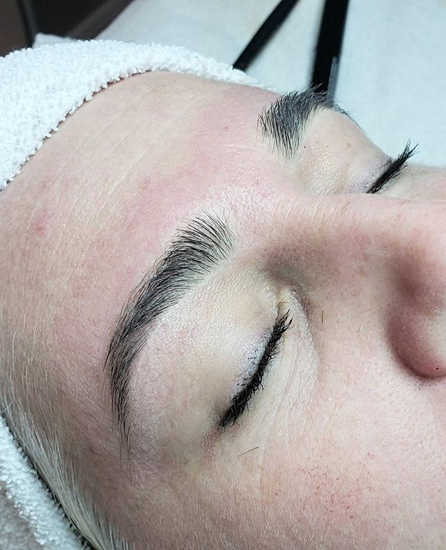 Full & fluffy, can you believe these are her natural brows?! 😍⁠ ⁠ ..⁠ ⁠  #brows #beauty #eyebrows #browsonfleek #love #browsonpoint #eyebrow #browshaping #beautiful #instabeauty