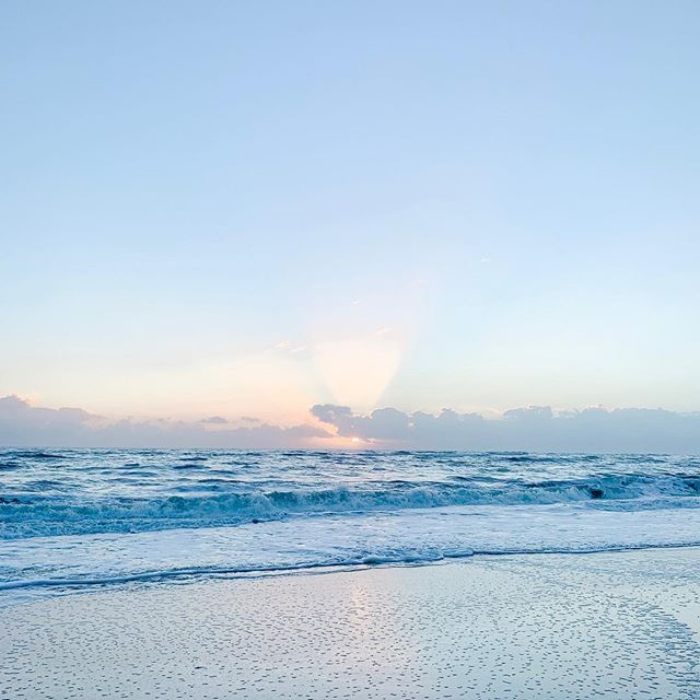 Cold and rainy week in San Francisco has me missing the Florida sunshine ☀️ • • • #sunrise #verobeach #beachsunrise #florida #beach #sunshinestate